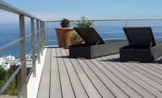 Casa particular con deck para pisos color gris