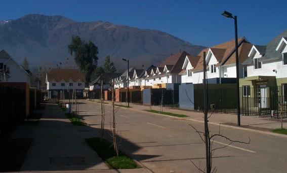 Siding DVP color blanco en condominio habitacional