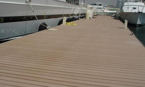 Deck para pisos modelo Reliaboard en muelle