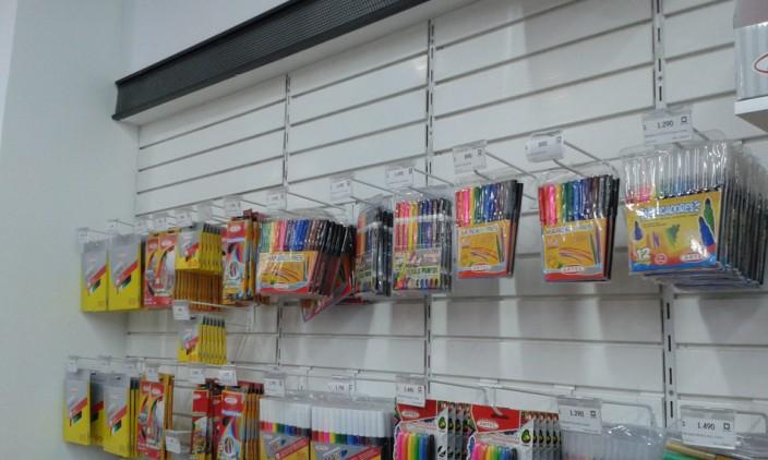 Teckpanel para exhibición de productos en Librería Nacional