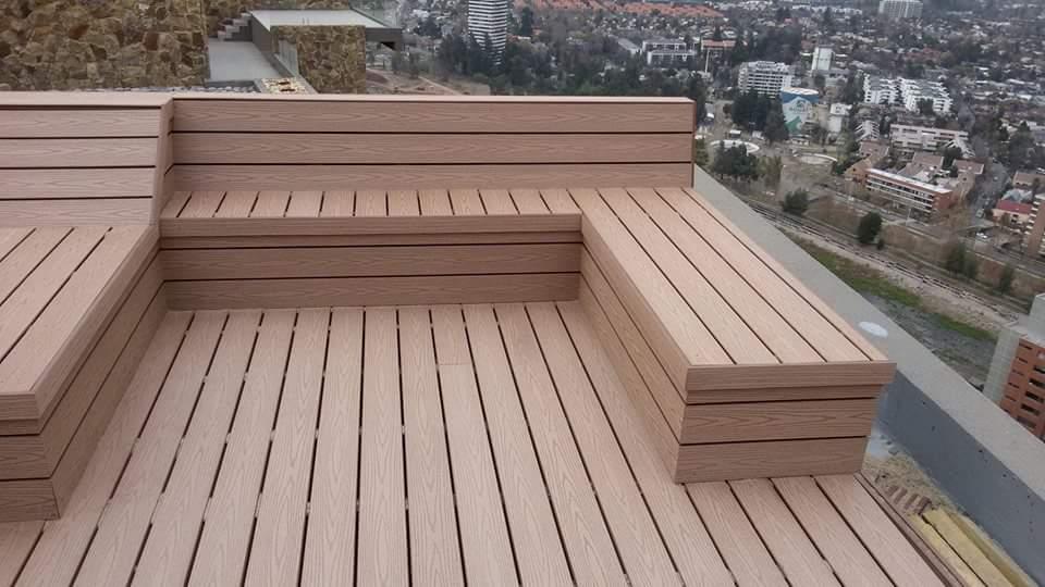 Aplicaci n de deck en terraza con jacuzzi proyectos for Dec para terrazas