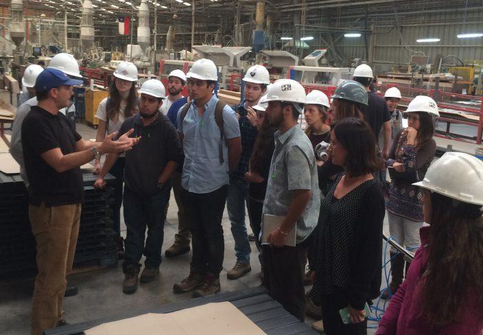 Mejorando la calidad de vida de inmigrantes en Chile: Alumnos de tercer año de la Universidad del Desarrollo, diseñan pabellón para albergar a ciudadanos Haitianos